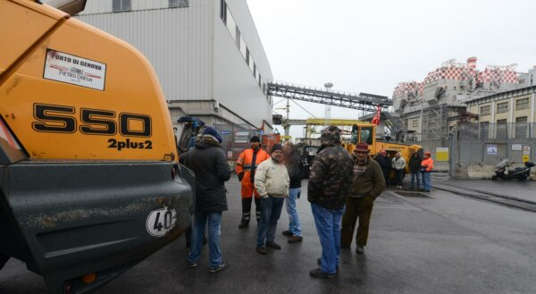 Terminal we włoskim porcie zablokowany przez dziesiątki ciężarówek. Problem może potrwać kilka dni