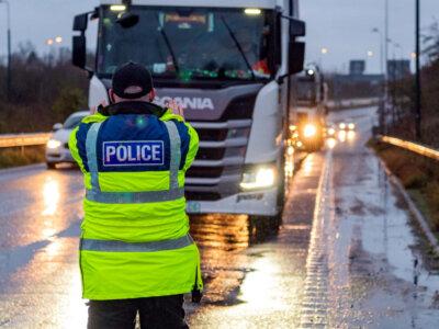 Didžioji Britanija įveda naujas atvykimo į šalį taisykles. Jos taip pat taikomos sunkvežimių vairuotojams