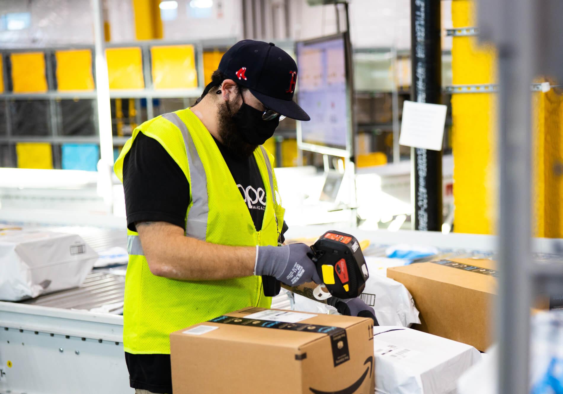 Amazon offers £1,000 bonus to warehouse operatives amid UK's staff shortage woes