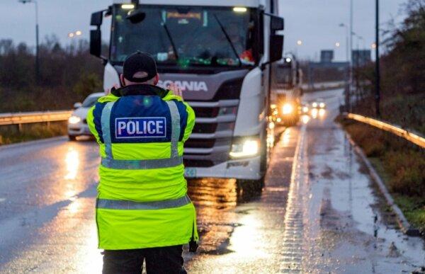 Великобритания вводит новые правила въезда в страну. Они касаются также водителей грузовиков