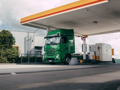 Ciężarówka, która sama zapłaci za tankowanie? Brzmi jak fantazja, ale pierwsze testy już trwają