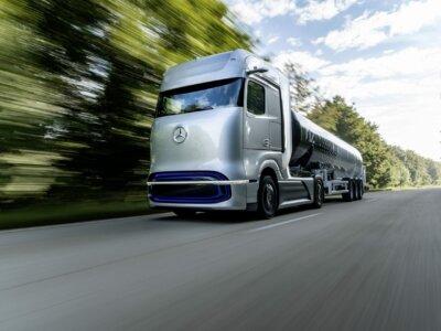 """""""Daimler"""" ir """"Volvo"""" sujungė jėgas. Gamintojai aklai investuoja į vandenilį"""