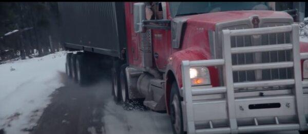 Liam Neeson, mint a hős teherautó-sofőr. Több tucat ember élete függ tőle (videó)