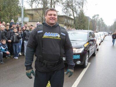 """""""DKV LIVE Metų sunkvežimio"""" konkurse laukia iššūkis stipriausiam pasaulio žmogui Žydrūnui Savickui"""