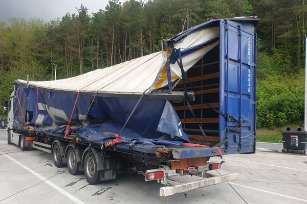 Wrecked trailer ordered off the road by Austrian road police
