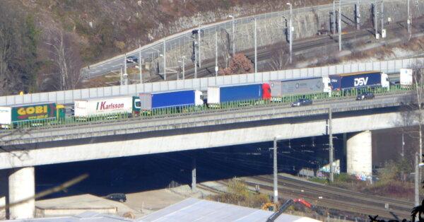 Luna mai va fi una dificilă: autoritățile din Tirol vor intensifica acțiunile de control al camioane
