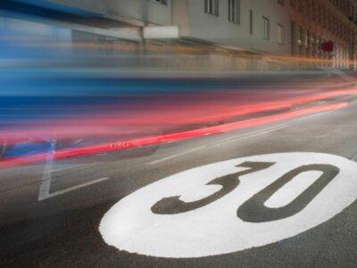 Neues Tempolimit in Europa – Hier sollte man besser den Fuß vom Gas nehmen