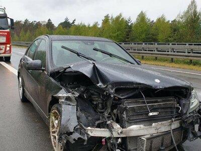 Lkw-Fahrer wurde von Personen beraubt, denen er Erste Hilfe leistete