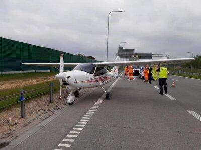 Na A1 wylądował… niewielki samolot. Utrudnienia na drodze