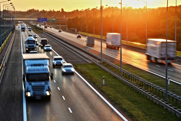 Lenkijos transporto sektorius veržiasi į ES lyderius. Prie kaimynų šuolio prisidėjo ir lietuviškos į
