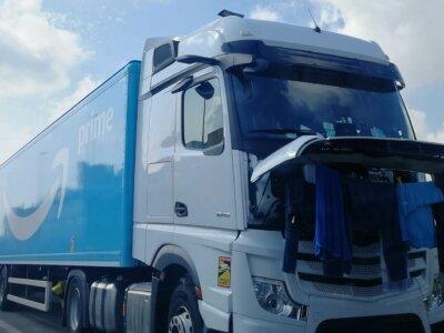 """Rytų Europos vairuotojų streikas """"Amazon"""" įmonėje. Kaltinimai dėl nežmoniškų darbo sąlygų"""