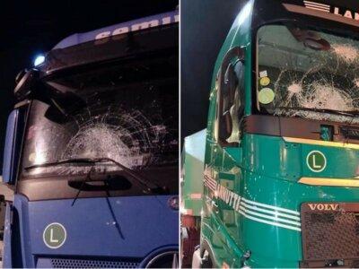 Шокирующее нападение иммигрантов на грузовики в Кале. Водители пережили кошмар. «Я боялся за свою жизнь»