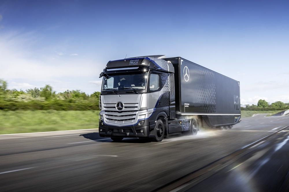 """""""Daimler Trucks"""" renkasi vandenilio elementus. Pirmieji sunkvežimio prototipo bandymai jau vyksta"""