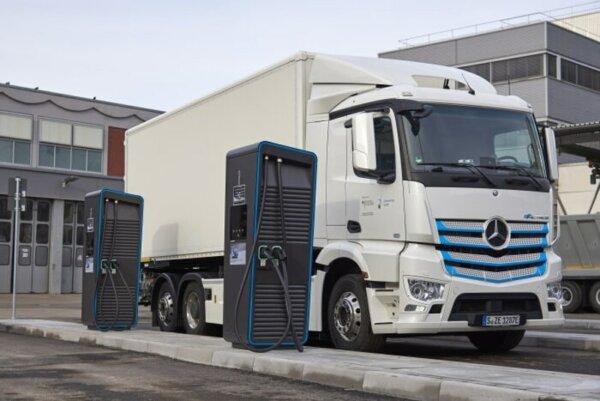 """ACEA: """"Este nevoie de cel puțin 11.000 de stații de încărcare pentru camioanele electrice în Europa"""