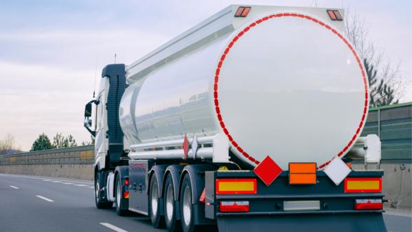 Transportul mărfurilor periculoase – ce presupune?