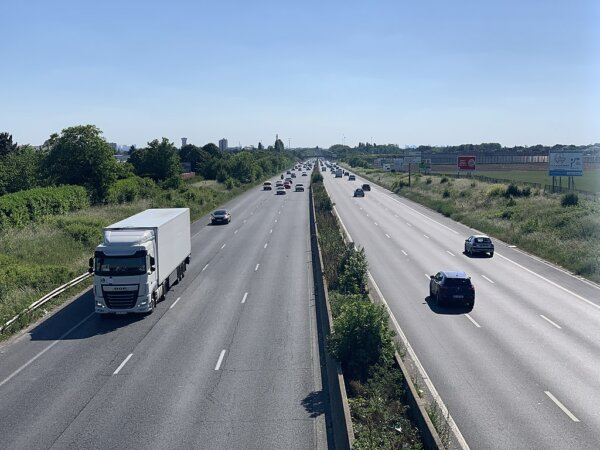 French lorry driver challenges Macron to spend a week in his cab