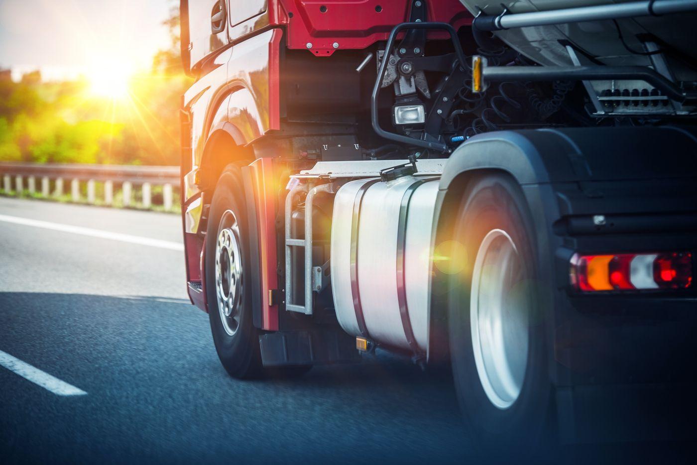 Bogata oferta opon do samochodów ciężarowych i maszyn budowlanych od AUTOS