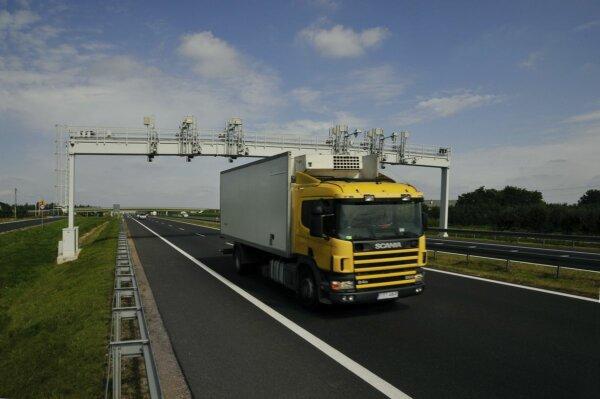 """Lenkijoje paleista """"e-TOLL"""" kelių mokesčių sistema. Ką tai reiškia vairuotojams ir vežėjams?"""