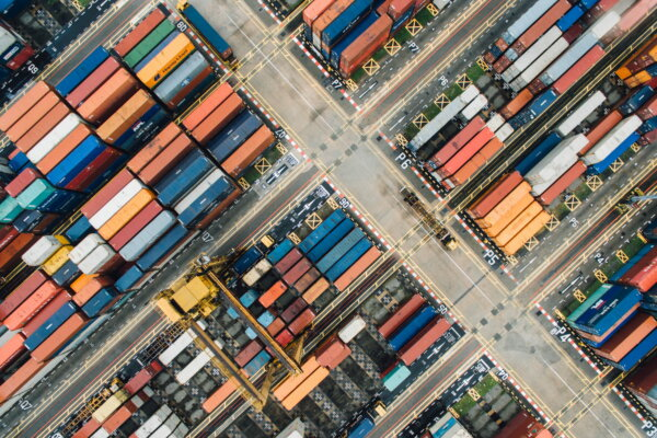 Conductors of logistics processes: supply chain managers orchestrate planning