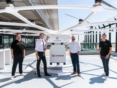 Nagyobb, mint egy felnőtt férfi, és elbír 200 kilót is. Hatalmas drónt mutattak be Berlinben