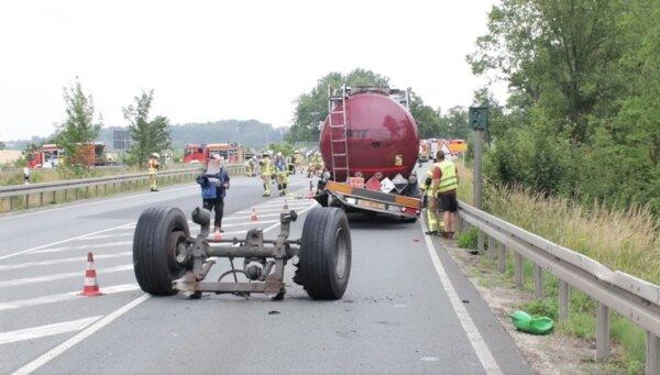 Hopp! Elgurult a maró folyadékot szállító tartálykocsi hátsó tengelye az autópályán menet közben