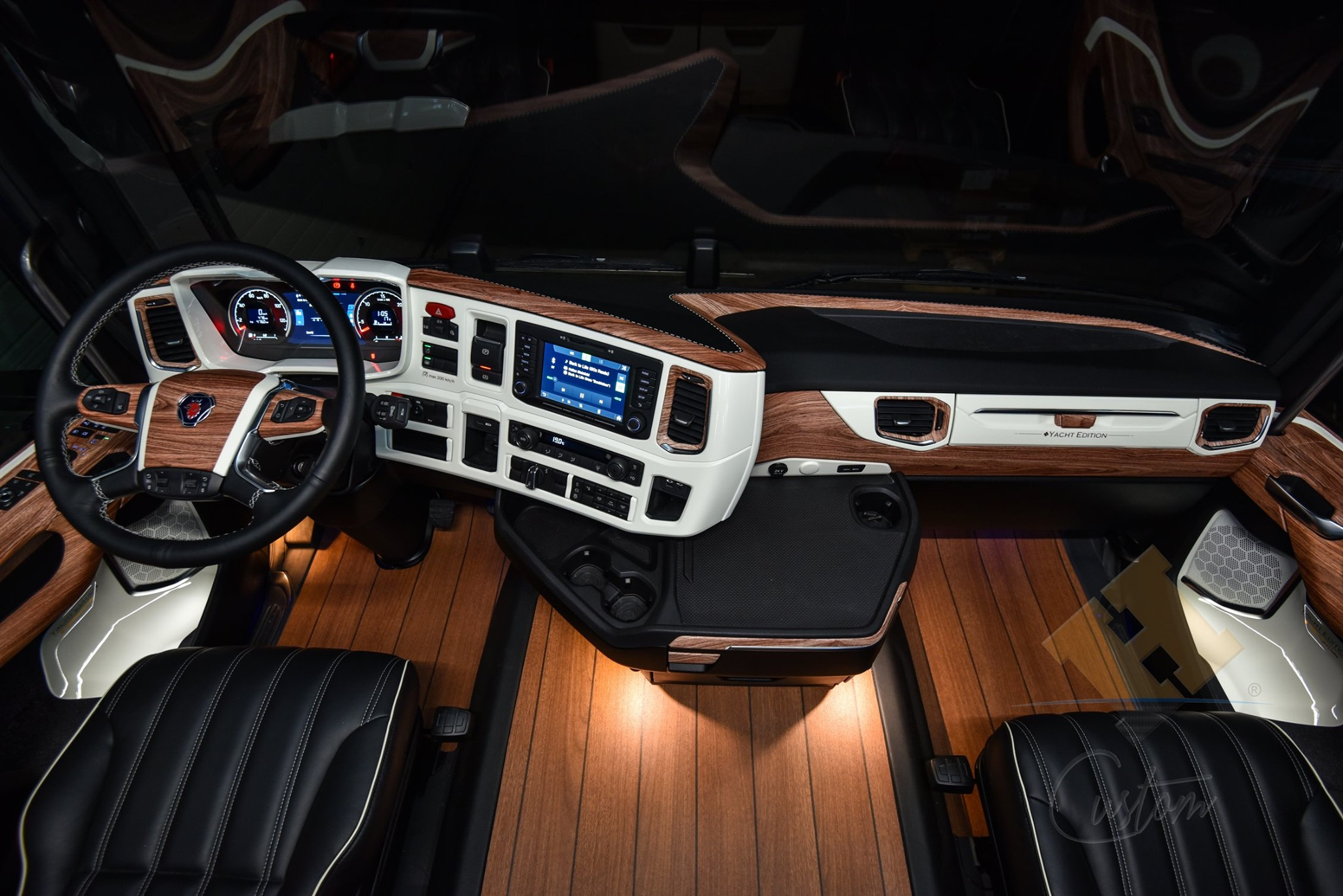 """Check out this Scania tuning: a luxurious cab with a """"yacht"""" interior"""