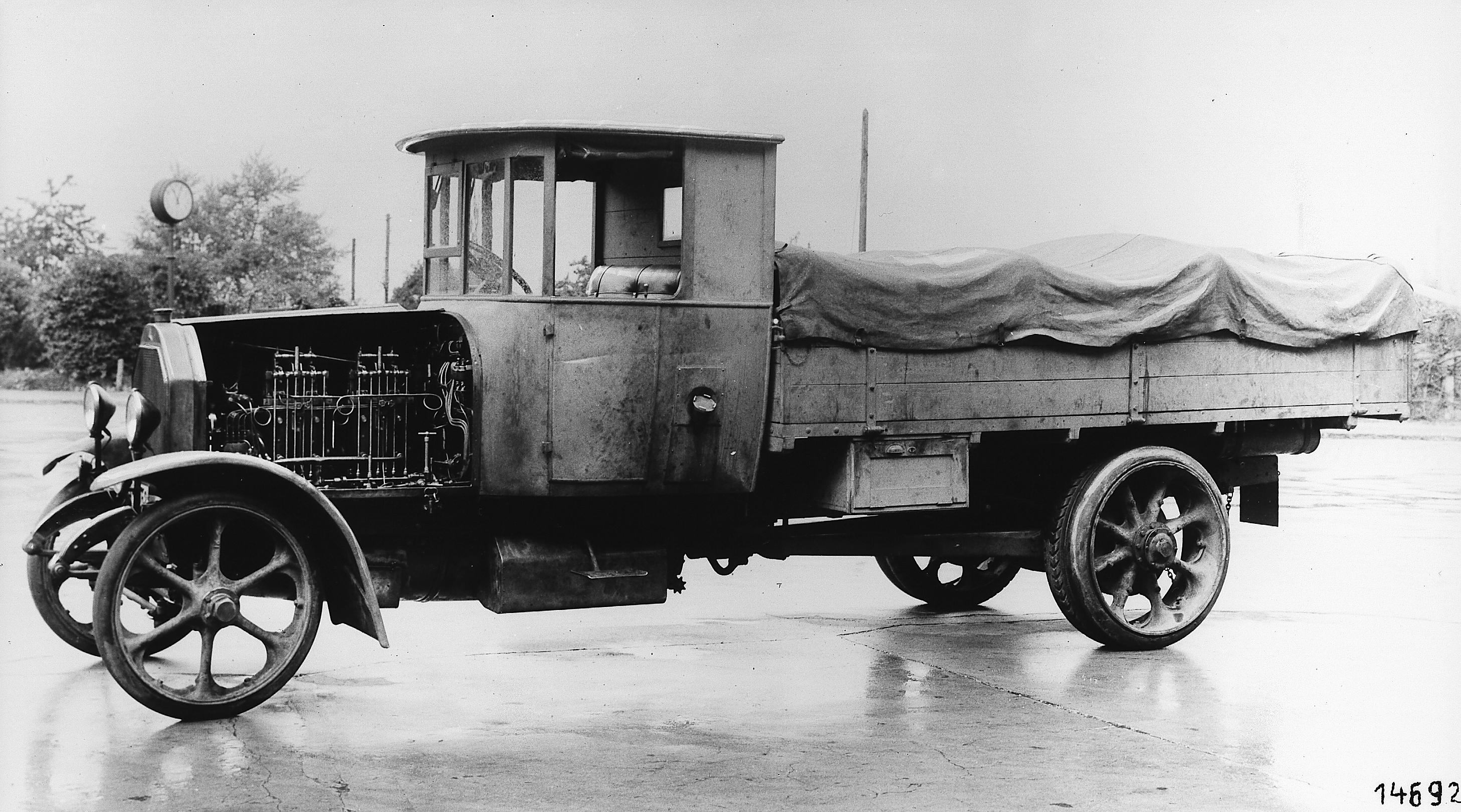 Mija prawie sto lat od premiery pierwszej dieslowej ciężarówki. Początki silnika wysokoprężnego nie były jednak łatwe
