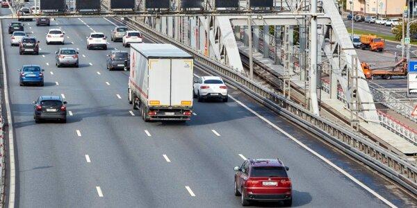 Ukrainoje ir Baltarusijoje vasarą sunkvežimiams taikomi eismo apribojimai. Patikrinkite, ką daryti d