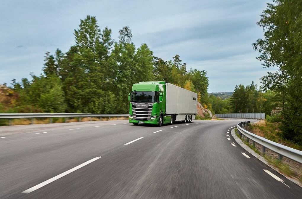 """Ne tik Lietuvoje, bet ir Europoje: prestižinis """"Žaliojo metų sunkvežimio"""" apdovanojimas penktus metus iš eilės skirtas """"Scania"""" vilkikui"""