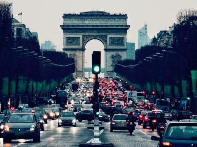 Paryžius įvedė apribojimus žemesnių išmetamųjų teršalų normų transporto priemonėms