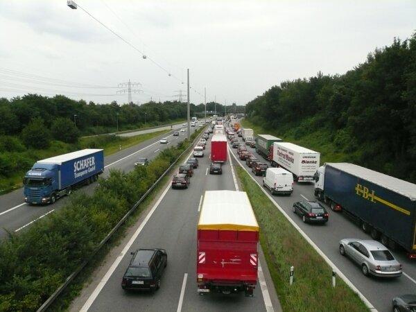 Germania reintroduce restricțiile de weekend pentru camioane începând din luna iulie