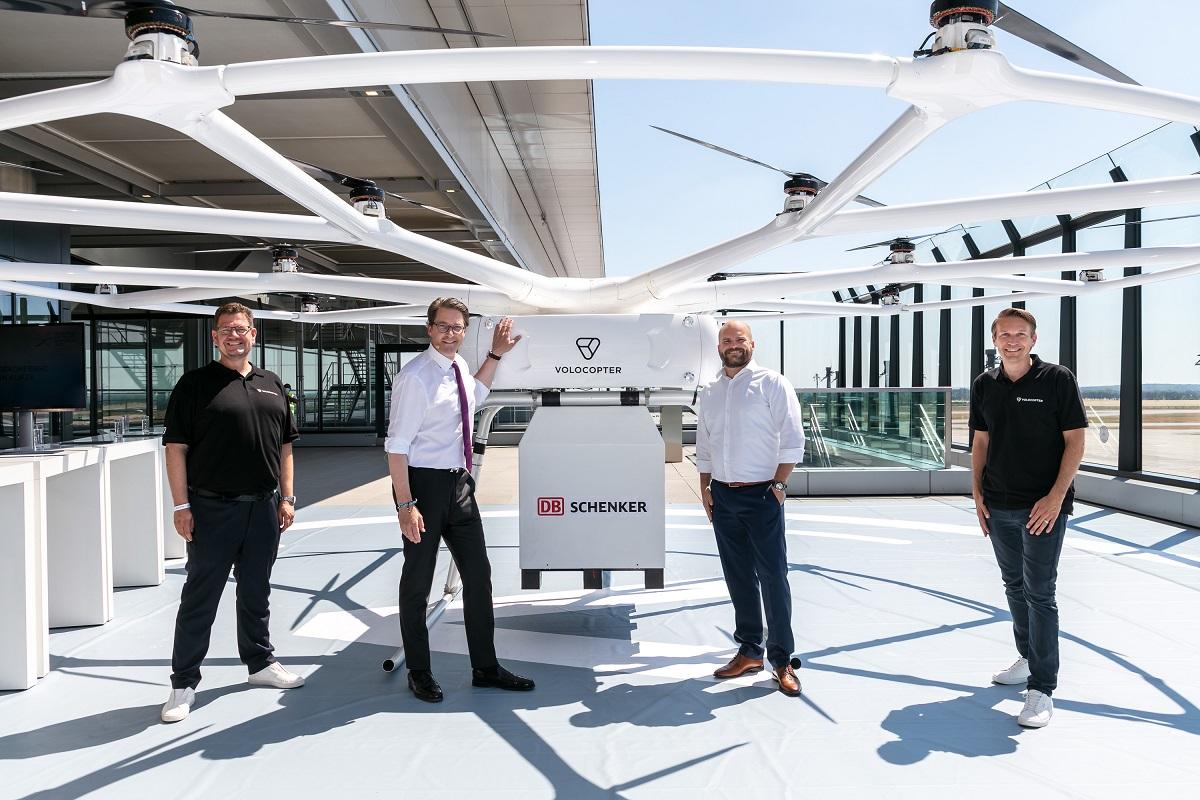 Wyższy niż dorosły mężczyzna, potrafi unieść 200 kg. Ogromny dron zaprezentowany w Berlinie