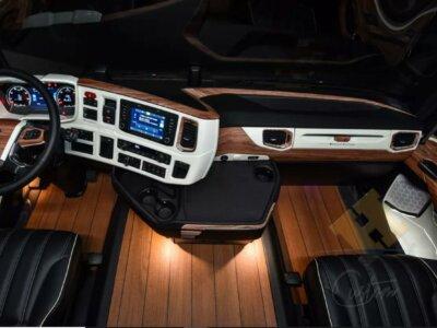 Glänzendes Parkett im LKW? Das Innere eines Trucks, ähnelt einer Luxus-Yacht