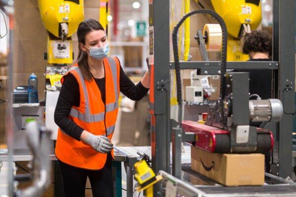 Amazon podnosi pensje w Polsce. Zobacz, ile dostaną pracownicy