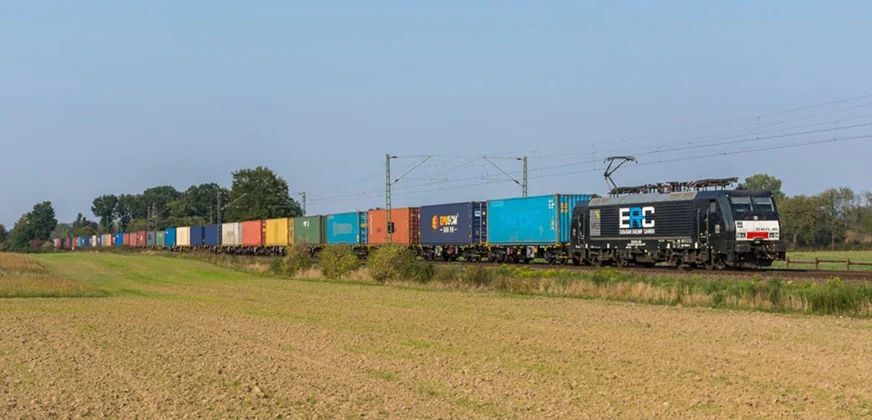 """Maersk przez problemy na morzu """"ucieka"""" z ładunkami na kolej"""