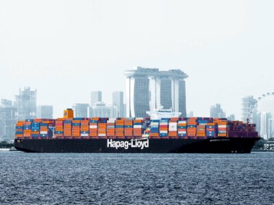 Hapag-Lloyd invests $1 billion in 6 ultra-large container ships