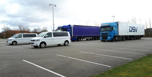Bepereli az EU Dániát, mert a teherautók nem parkolhatnak 25 óránál tovább
