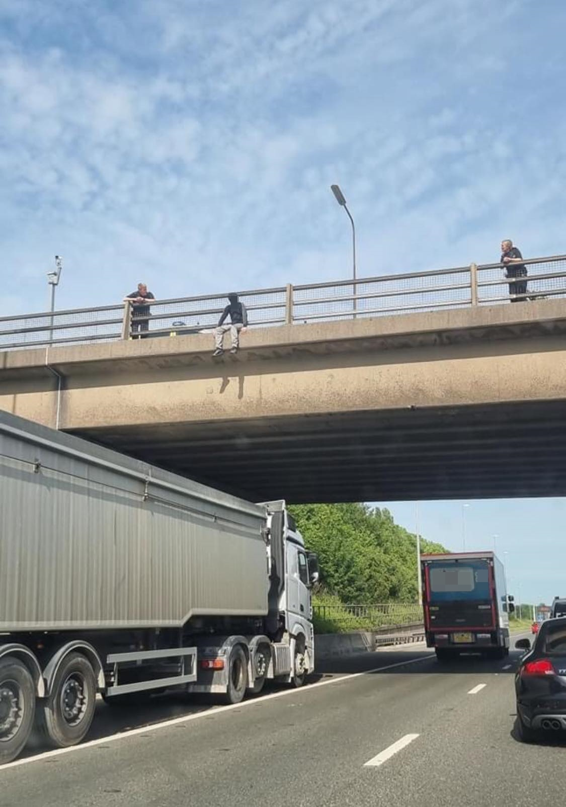 This is how a lorry driver helped to save a man's life on the M62