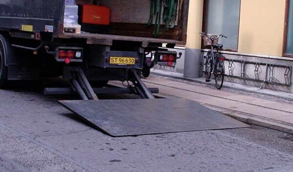 The Pallet Network says its tail-lift surcharge will increase driver safety