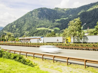 Еще одна идея управления трафиком в Тироле. Итальянцы хотят дистанционно регулировать скорость грузовиков