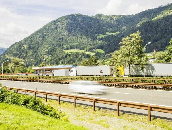Еще одна идея управления трафиком в Тироле. Итальянцы хотят дистанционно регулировать скорость грузо