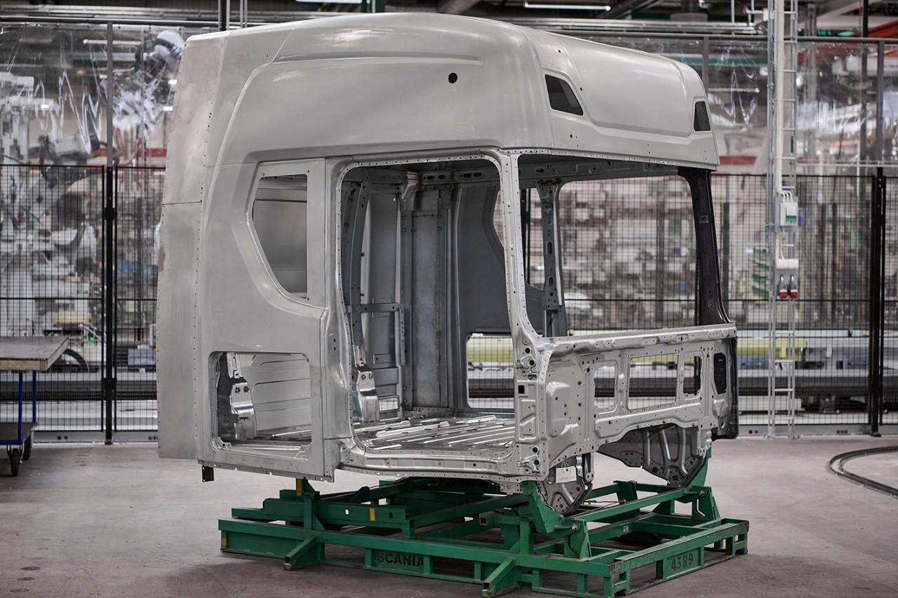 Még mindig nincs chip – európai gyáraiban egy hétre felfüggeszti a gyártást a Scania;