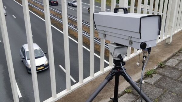 Dutch police using smart camera system to spot drivers using mobiles