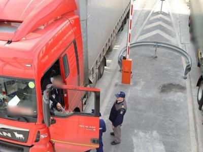 Informare DSU: Șoferii de camion care sosesc în România din zonele galbene sau roșii NU vor fi scuti