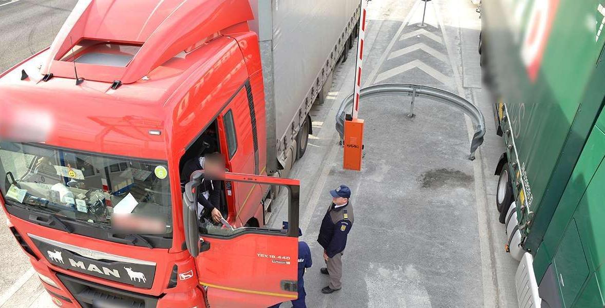 Informare DSU: Șoferii de camion care sosesc în România din zonele galbene sau roșii NU vor fi scutiți de carantină