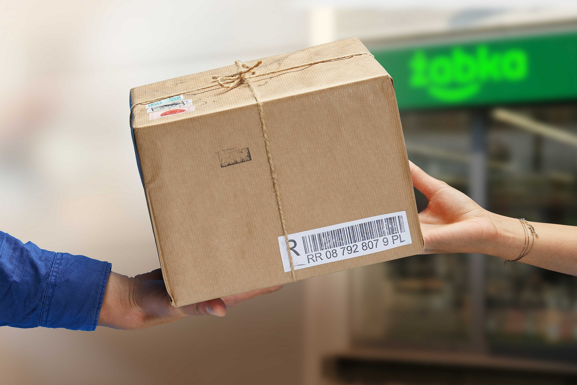 Żabka now allows online sellers to drop off packages in its stores