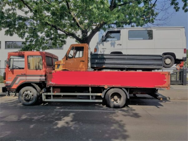 Sunday amusement in Berlin: police comment on 2 vehicles stacked on a truck