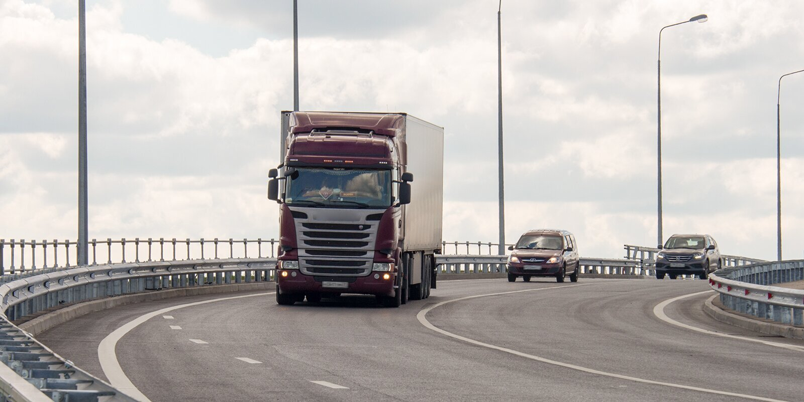 Władze zakazały wjazdu ciężarówkom do Moskwy. Przewoźnicy muszą wystąpić o specjalne zezwolenie