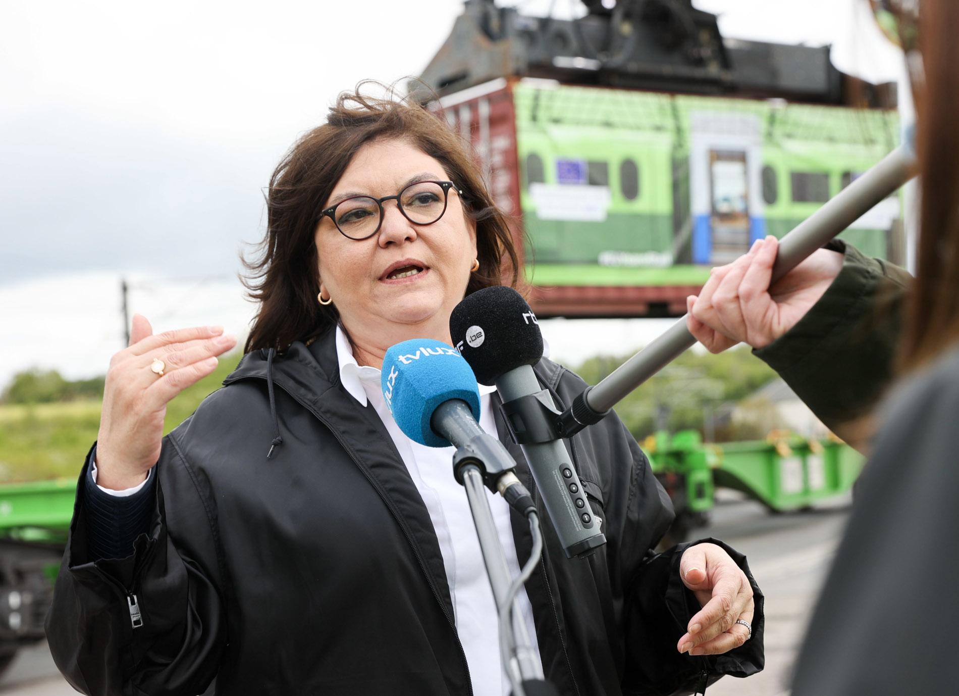 """""""Trzeba wznowić debatę o obowiązkowym powrocie ciężarówek co 8 tygodni"""". Apel europosłów"""