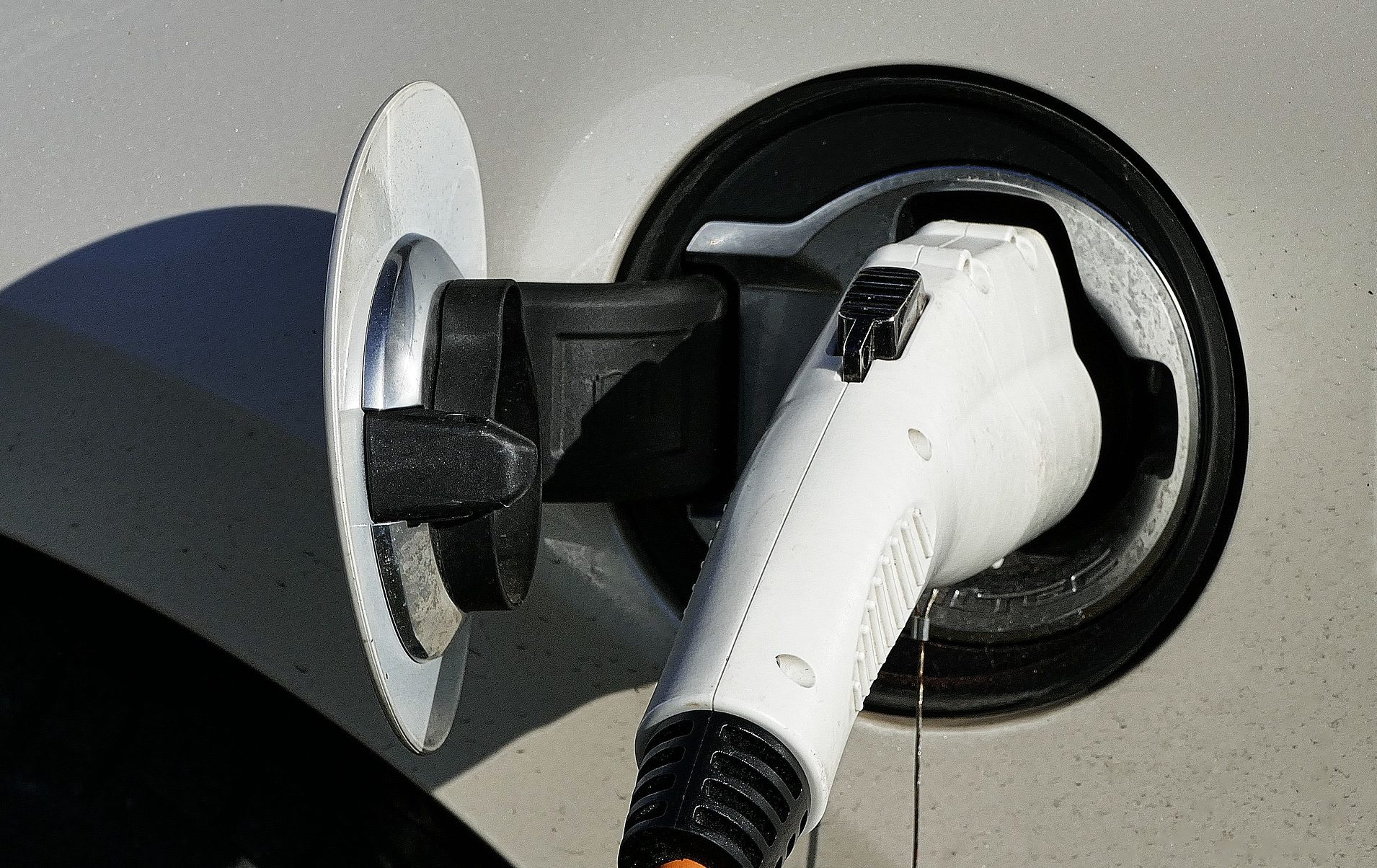 European automotive giants plan to build a network of charging stations for electric trucks